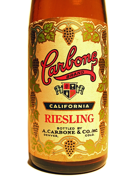 Carbone Wine 24-Oz. Riesling Label, close up