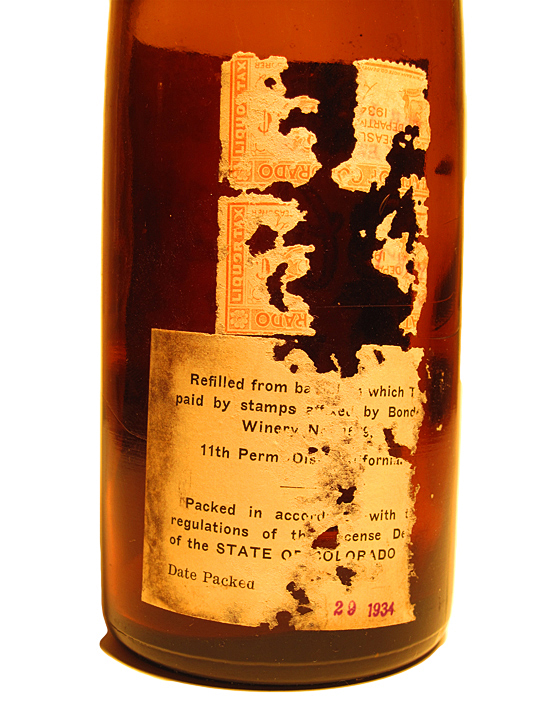 Carbone Wine 24-Oz. Riesling Bottle's tax stamp